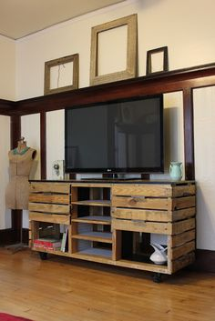 Custom Media Console, made with pallet wood. | WILO design farm