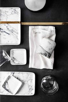 ceramic plates that look like marble @ h&m home Marble Plates, Ceramic Plates, H&m Home, Bead Kits, Deco Design, Home Decor Furniture, Welded Furniture, Autumn Home, Home Decor Trends
