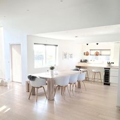 Whose watching the block tonight? I'm liking Karlie and Will so far. But um no black is not the new white for me in kitchens white white white everything like this paradise created by the lovely @frufjellstad
