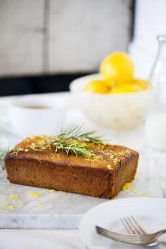 Sweet lemon, olive oil, and rosemary bread Quick Bread Recipes, Baking Recipes, Brownie Recipes, Cake Recipes, Rosemary Bread, Olive Oil Cake, I Foods, Baked Goods, Lemon