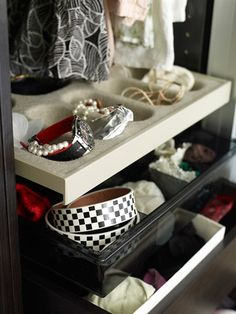 A small storage space for jewellery and watches