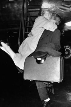 15 Vintage Pictures of Couples That Are The Definition of Love - MostHappy.com