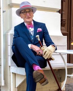 Age has nothing on style nothing! Vintage Gentleman, Vintage Men, Sharp Dressed Man, Well Dressed Men, Dandy, Elegant Man, Advanced Style, Party Fashion, Colorful Fashion