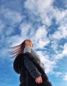 Winter sky sky Winter is part of Girl photography poses - Portrait Photography Poses, Fashion Photography Poses, Tumblr Photography, Creative Photography, Ideas For Photography, Teenage Girl Photography, Sister Photography, Photography Aesthetic, Photography Classes
