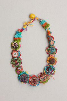 Amanecer de verano, arte fibra crochet collar con tela, botones y cierre del grano de madera. Dos botones están cubiertos con la materia textil tejida a mano hecho por rRradionica. Colores: marrón, turquesa, naranja, verde, amarillo, chartreuse, azul, rosa... Uno de los tipos. Longitud 55 cm pulgadas (21,6).  Este collar es hecho a mano por Marijana.  -----------------------------------------------------  Más de nuestro http://www.etsy.com/shop/rRradionica?section_id=...