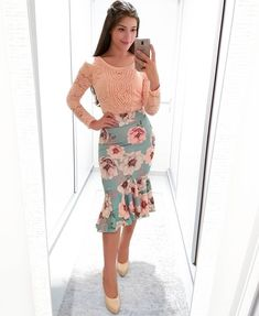 Toda delicadinha! #arrasoudemais Modest Dresses, Modest Outfits, Classy Outfits, Skirt Outfits, Modest Fashion, Pretty Outfits, Stylish Outfits, Beautiful Outfits, Girl Fashion