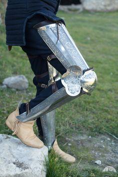 Jambières d'armure médiévale gravée «Chevalier de la Fortune»