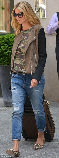 Tomboyish style: camouflage top, battered jacket and ripped boyfriend jeans