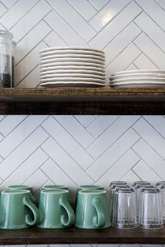 Ideas for kitchen backsplash herringbone tile Kitchen Shelves, Kitchen Backsplash, Open Shelves, Backsplash Ideas, Wood Shelves, Metro Tiles Kitchen, Floating Shelves, Backsplash Design, Tile Ideas