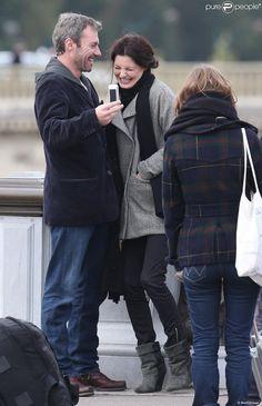 Delphine Chanéac et Chris Vance morts de rire, font un shooting photo pour la série de M6 Le transporteur à Paris le 29 octobre 2012.