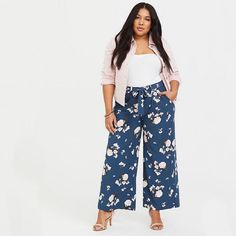 Wide-leg floral pants because 'tis the season for all things flowery — that's just the law of springtime. 33 Things You'll Want To Add To Your Spring Wardrobe, Stat Business Professional Outfits, Business Casual, Business Formal, Business Attire, Business Fashion, Plus Size Interview Outfits, Interview Attire, Curvy Outfits, Fashion Outfits