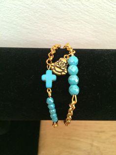 Turquoise elementen met een goud kleurige ketting door RichBracelets, €5.00