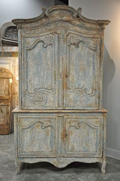 Lots of gorgeous paint layers on this antique piece. Inspiration for replicating the finish. No tutorial here, just inspiration. beauti armoir, paint, antiqu