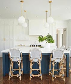 """935 Likes, 12 Comments - Serena & Lily (@serenaandlily) on Instagram: """"The navy & white kitchen of our dreams. #regram via @amiecorleyinteriors featuring our Riviera…"""""""