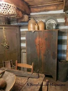 Ideen für Möbel im Land – Recycled Furnitures Ideas Primitive Cabinets, Primitive Dining Rooms, Primitive Country Homes, Primitive Furniture, Primitive Antiques, Primitive Decor, Country Houses, Prim Decor, Country Decor