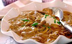 Vita Stroganoff se poate prepara şi acasă şi nu este nevoie neapărat de priceperea unui chef. Înlocuirea cărnii de vită cu pui sau curcan nu reduce cu nimic din calităţile acestui preparat, doar din timpul de gătire.