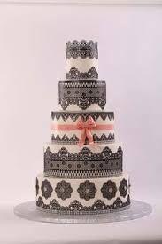 Afbeeldingsresultaat voor ivory and gold wedding cake lace spacers