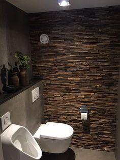 Woodpanels in toilet