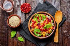 Insalata di quinoa, patate, cipolla, basilico e melagrana