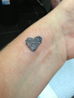 What does thumbprint tattoo mean? We have thumbprint tattoo ideas, designs, symbolism and we explain the meaning behind the tattoo. Tattoo Girls, Tattoo For Baby Girl, Tattoo For Son, Tattoos For Kids, Tattoos For Daughters, Sister Tattoos, Trendy Tattoos, First Tattoo, Small Tattoos