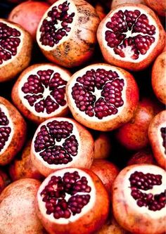 melagrana -  ricca di vitamina C e antiossidanti la melagrana ha un'azione immunostimolante, ma tonifica anche ghiandole, ossa, cuore e vasi sanguigni