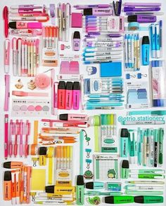 Colorful coordinated office supplies Colorful coordinated office supplies The post Colorful coordinated office supplies appeared first on School Diy. Stationary School, School Stationery, Cute Stationery, Cool School Supplies, Office Supplies, Art Supplies, Stationary Organization, Stationary Supplies, Muji Stationary