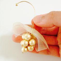 イヤーフックの専用金具は使わず、太い9ピンを耳の形に曲げて作っています!...