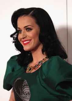 Katy Perry Medium Wavy Cut - Katy Perry attended the Logie Awards with retro waves that were parted down the side.