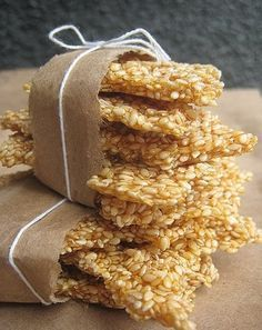Simple Homemade Sesame Snaps Honey, sugar and sesame seeds (could add other nuts or ginger too) is part of Snack recipes - Greek Desserts, Greek Recipes, Just Desserts, Delicious Desserts, Yummy Food, Candy Recipes, Dessert Recipes, Snack Recipes, Tart