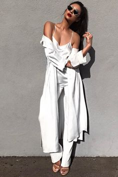 Shay Mitchell usa look total white