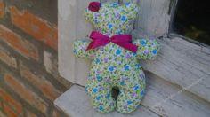 Ursinha inspirada na Tilda feita em tecido