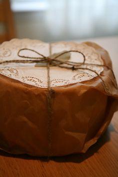 手土産用にシフォンケーキを焼きました。シフォンケーキって外に出すのが難しいと言うか、必ずボロボロになるのです(涙)本のようにスッと綺麗に出すにはどうしたら...