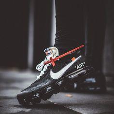 Off White x Nike Air Vapormax Hypebeast Sneakers, Sneakers Nike, Nike Shoes Outfits, Work Outfits, White Nike Shoes, White Sneakers, Mens Fashion Shoes, Sneakers Fashion, Running Shoes Nike