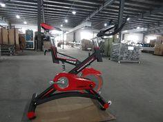 照片 Commercial Fitness Equipment, No Equipment Workout, Leg Press, Gym Workouts, Bike, Bicycle, Trial Bike, Workouts, Bicycles