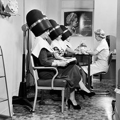 One of these days I'm going to splurge on a retro hair-do. Loving these old school beauty shop vibes! Vintage Hair Salons, Salon Hair Dryer, Salon Dryers, Hairstylist Quotes, Hairstylist Problems, Beauty Habits, Beauty Secrets, Salon Style, Retro Hairstyles