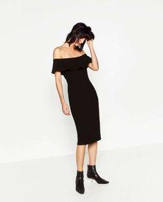 TOP 3 DE REINO UNIDO  Un vestido de noche, negro, sencillo con escote bardot (29,95 €), se cuela en el puesto 3.