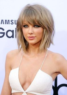 Taylor Swift short choppy bob hairstyle with bangs #BangsHairstylesShort
