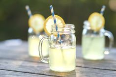 When summer gives you lemons, make fresh-squeezed lemonade! Kick those powdered mixes to the curb and replace them with organic lemons and natural, unrefined raw cane sugar for a superior lemonade recipe without any chemicals. Refreshing Drinks, Summer Drinks, Lemon Diet, Gastro, Homemade Lemonade, Lactation Recipes, Picnic Foods, Picnic Recipes, Weights