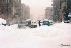 """Nevicata 1985"" - Via Armaioli http://www.bresciavintage.it/brescia-antica/episodi-storici/nevicata-1985-via-armaioli/"