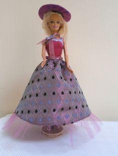 Robe de princesse pour poupée barbie modèle unique faite main