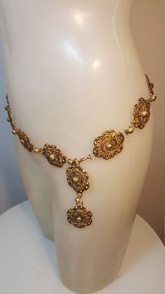 Kostenloser Versand Goldfiligran von VintageRevengCouture auf Etsy