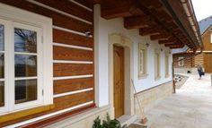 Fotogalerie realizovaných roubených staveb - roubenkyroubal.cz Studios, Garage Doors, Cabin, Windows, Outdoor Decor, Cottages, Houses, Home Decor, Chalets