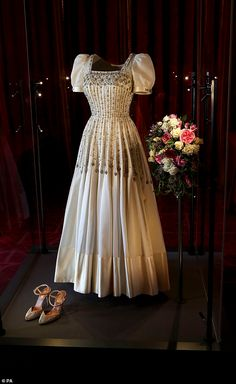 Princess Beatrice's wedding dress loaned to her by the Queen on display at Windsor Castle | Daily Mail Online