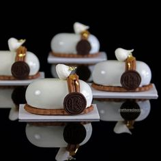 Pear and Chocolate Mont-Blanc with Chestnut Cream, Desserts, Pear-Chocolate Mont-Blanc with Chestnut Cream - Bavette. Small Desserts, Fancy Desserts, Cake & Co, Beautiful Desserts, Pastry Shop, Small Cake, Eat Dessert First, Sweets Recipes, Mini Cakes