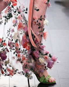 Marchesa, Runway Fashion, High Fashion, Lela Rose, Classy Chic, Classy Style, Floral Fashion, Pink And Green, Ready To Wear