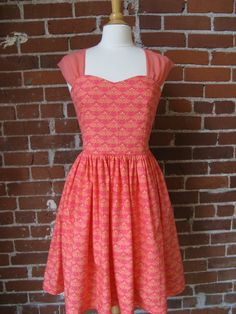 I love the neckline & wide shoulder straps of this dress. I could wear a regular bra with it!