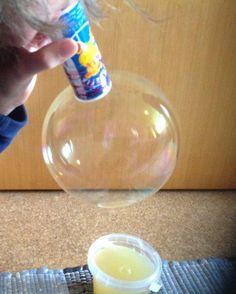 Kinderfeste: Alte Seifenblasenflasche zum große Seifenblasen pu...