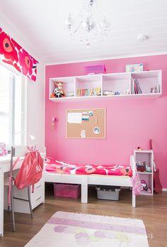 pinkki lastenhuoneen seinä