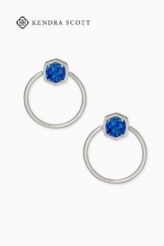 Anchored by a bold faceted stone, the Davie Silver Hoop Earrings in Royal Blue Kyocera Opal bring a modern update to a classic silhouette with signature Kendra Scott design.