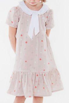 Kostenlose Nähanleitung mit Schnittmuster  Süßes Volantkleid für Mädchen  nähen - Initiative Handarbeit Schnittmuster Kleid Kostenlos c6e5de867e
